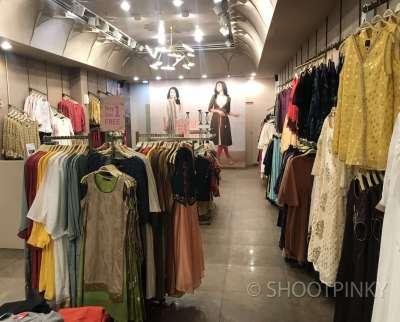 Clothing showroom 7