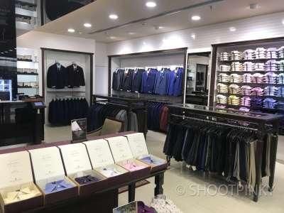 Clothing showroom 5