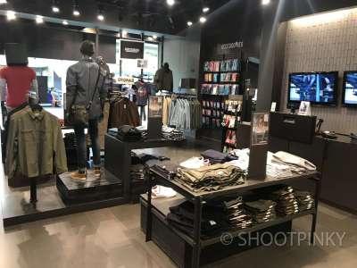 Clothing showroom 1